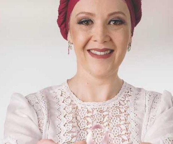 Campanha incentiva doação de lenços e orienta sobre diagnóstico precoce de câncer
