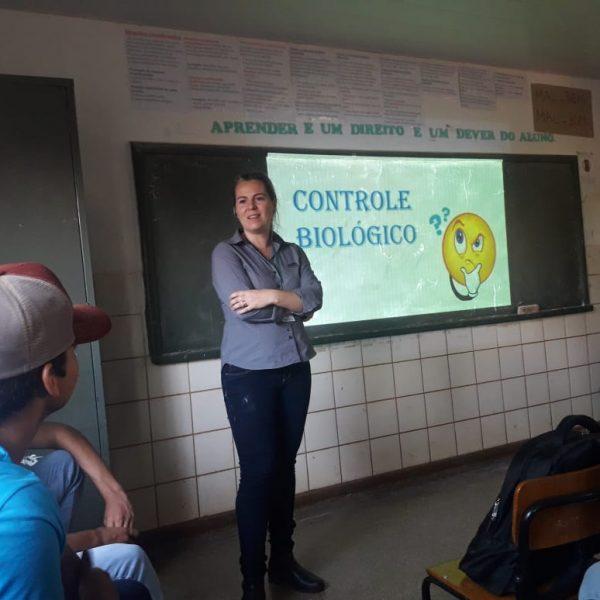 Controle biológico nas lavouras aguça curiosidade de alunos no interior de MS