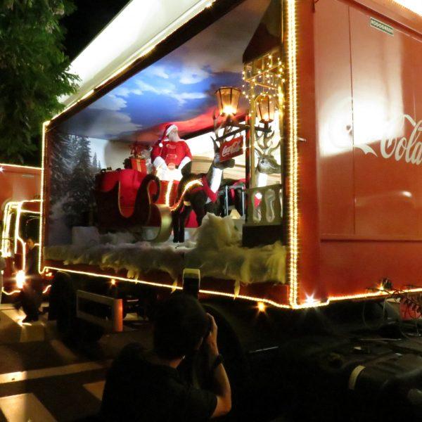 Shopping recebe a Caravana Iluminada da Coca-Cola
