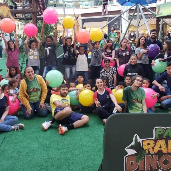 Crianças da Casa Dom Bosco visitam Parque Radical do Dinossauros