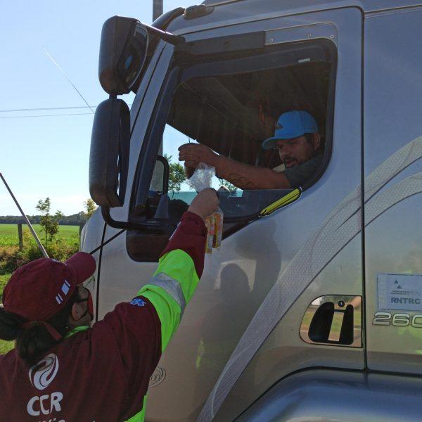 Maio Amarelo: CCR MSVia e PRF orientam caminhoneiros neste sábado (08) em Campo Grande