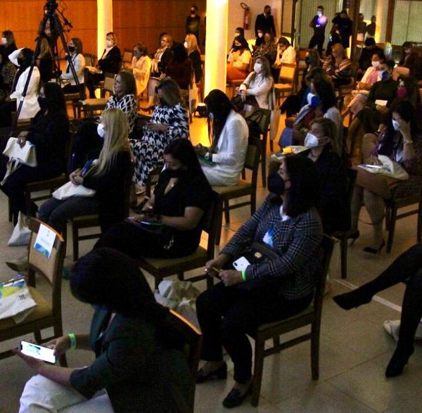 Workshops estaduais reúnem mulheres para as próximas eleições